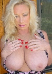 Visit Mature Uk Wives.